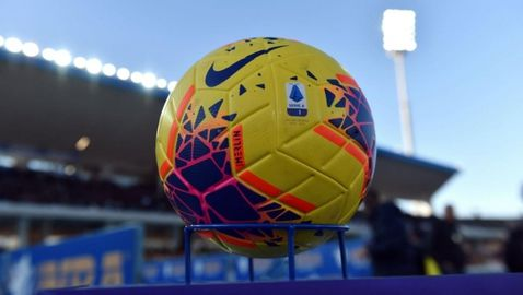 """В Серия """"А"""" са разделени на два фронта - шест отбора искат край на сезона"""