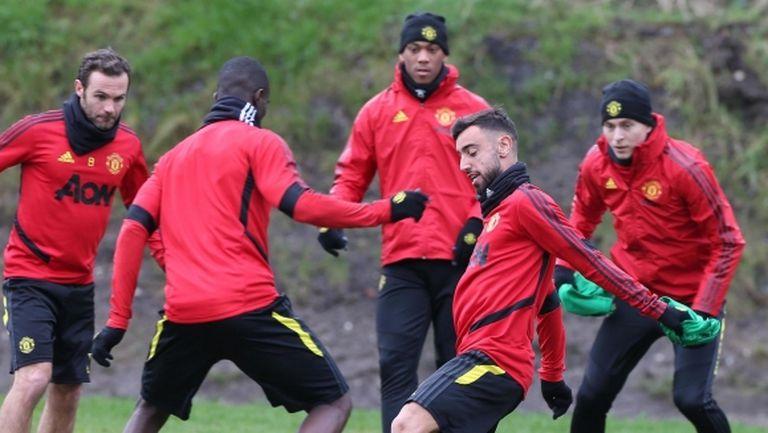 Манчестър Юнайтед отлага началото на тренировките