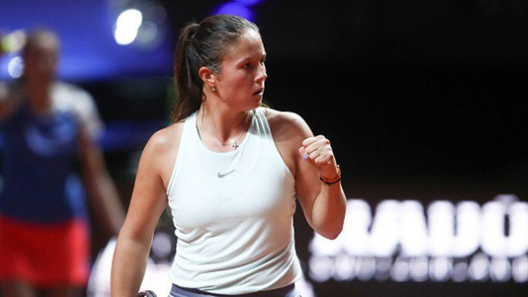 Тенисистка облече фланелка на Барса и показа класа (видео)