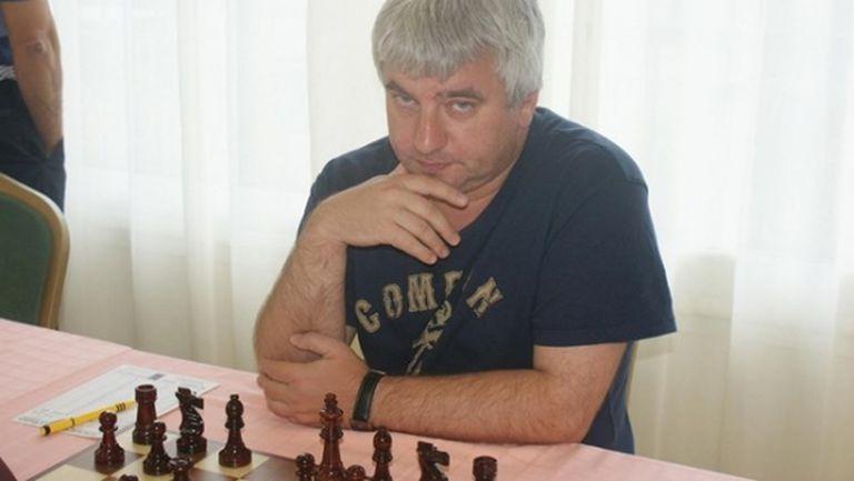 В шахмата минаха онлайн