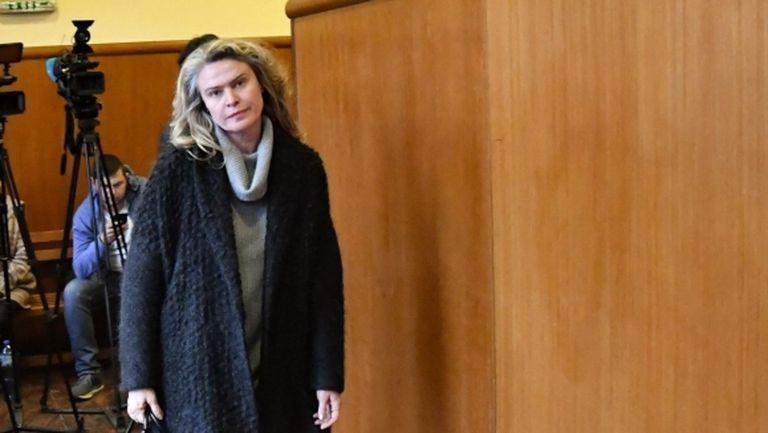 Жената на Васил Божков под конвой в съда, отказаха да я освободят