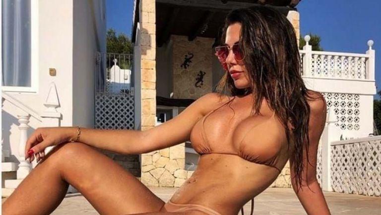 Лингард поддържа онлайн връзка с модел на Playboy