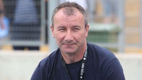 Стамен Белчев подходи с ирония на въпрос дали поема ЦСКА-София