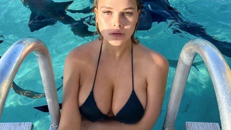 Скандалната блондинка от ШЛ показа секси тяло (видео + снимки)