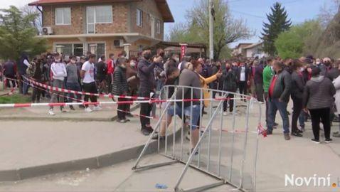 """Напрежение във """"Факултета""""! Голяма тълпа излезе на протест (видео)"""