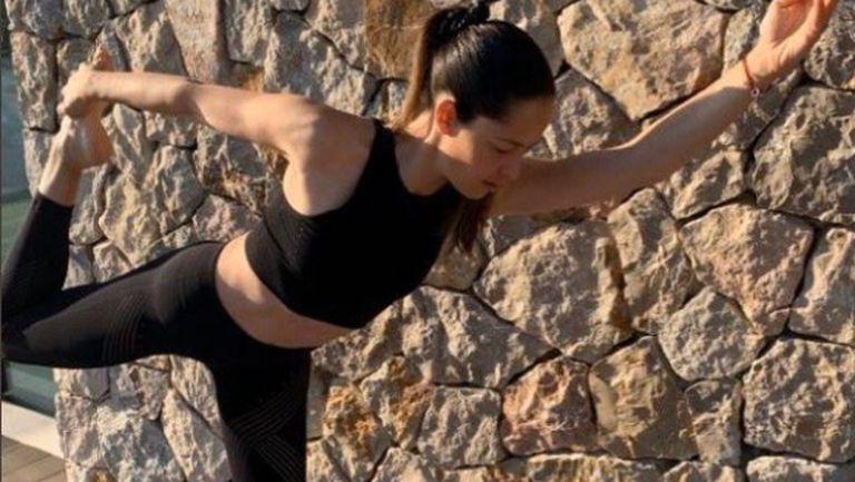 Ана Иванович набляга на йогата у дома
