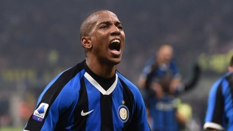 Йънг остава в Интер и през следващия сезон