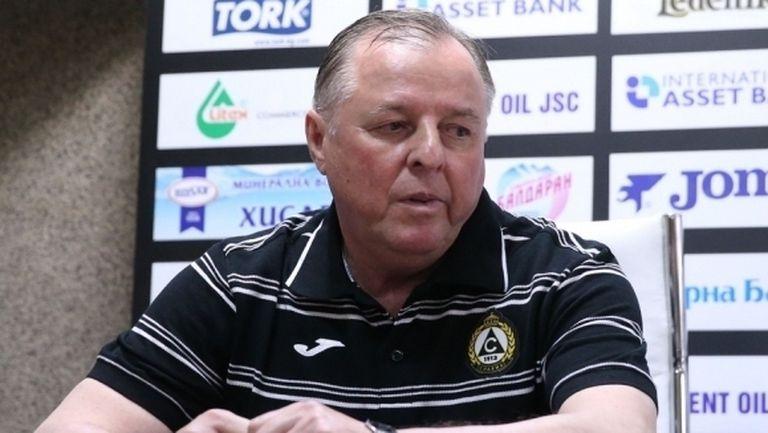 Бивш треньор на Славия в болница с белодробно възпаление