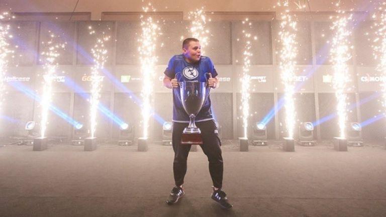 """Цветелин """"CeRq"""" Димитров стартира с лесен успех в квалификациите за Рио"""