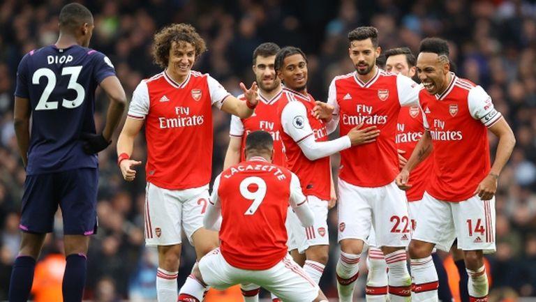 Играчи на Арсенал нарушават правилата за изолация