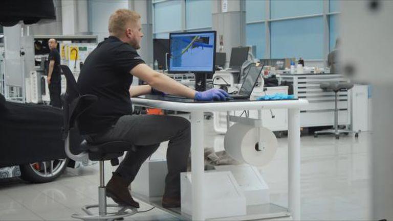 Кадри от Уокинг: как фабриката за болиди започна да произвежда вентилатори (видео)