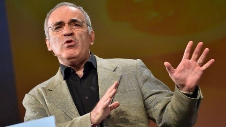 И Гари Каспаров се обяви срещу сделката за Нюкасъл