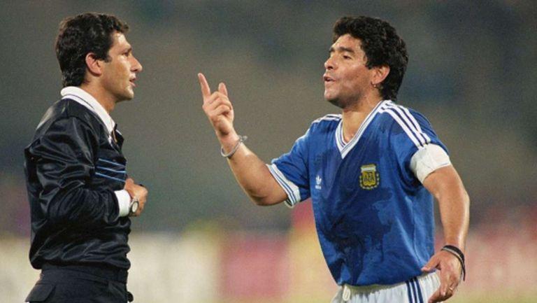 Как псуващият Марадона се размина с червен картон още преди началото на финала на СП'90