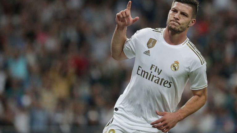 Милан възобновява интереса си към Лука Йович