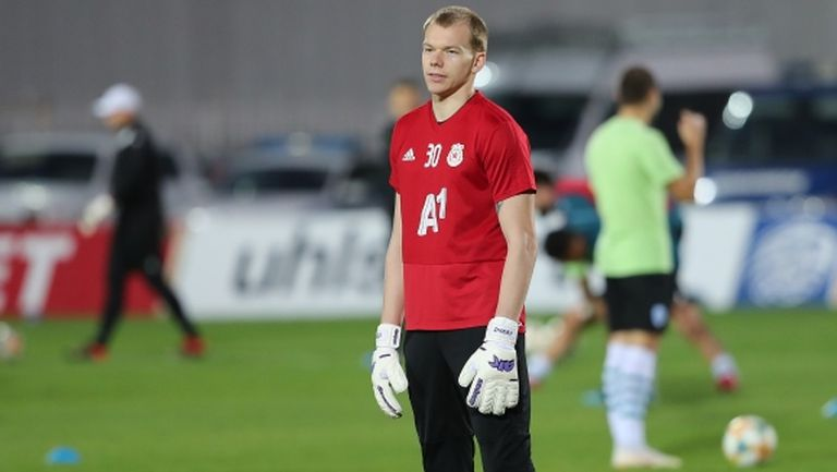 Вратар на ЦСКА-София помага на Динамо
