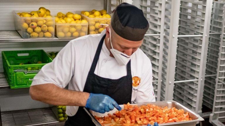 Манчестър Юнайтед доставя 60 хиляди порции храна за лекарите на първа линия
