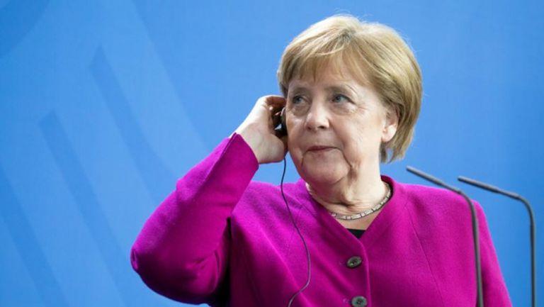 Обрат: Меркел се отказва от важно условие за Бундеслигата