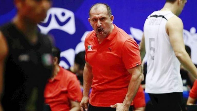 Мексикански треньор, болен от рак, се бори с коронавируса