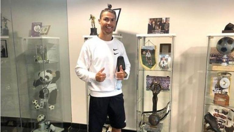 Роналдо раздал подаръци на младоци, които му  помагали да тренира по време на изолацията