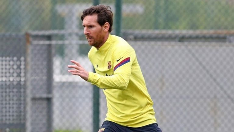 Въпреки че тренират, футболистите на Барса продължават да бъдат с намалени заплати