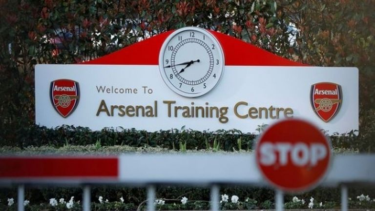 Тренировките и мачове са по-безопасни от ходенето до магазина, обявили на играчите в Англия