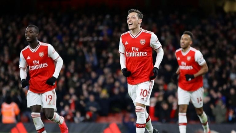 Арсенал няма да успее да се отърве от заплатата на Йозил до последно