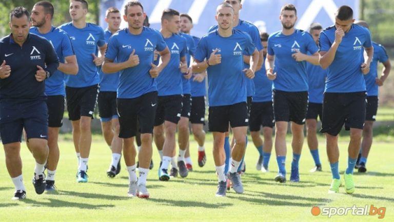 Въпреки катаклизмите: Левски подновява тренировки в петък