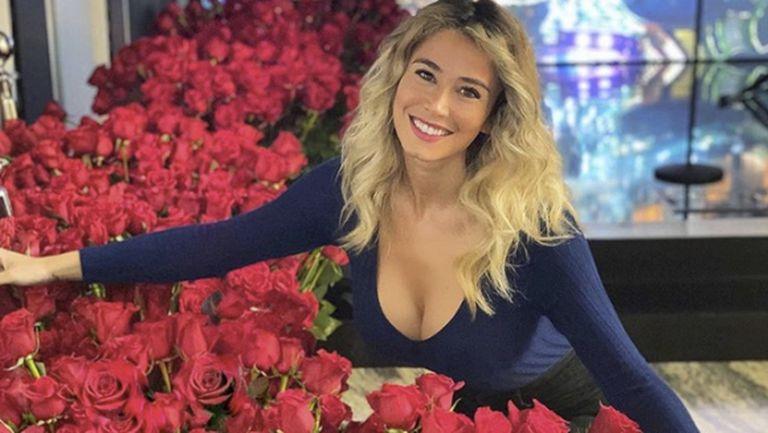 Таен обожател обсипа с рози Дилета Леота
