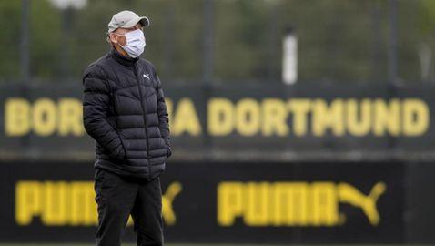 Треньорите в Бундеслигата ще дават указания без маски