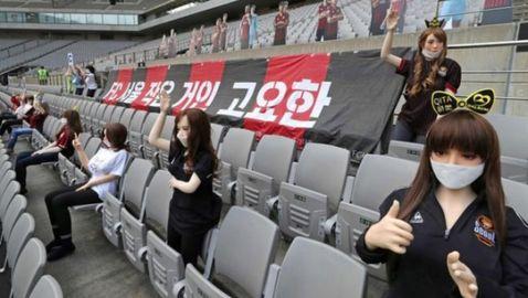 Корейски клуб замести феновете със секс кукли (видео)