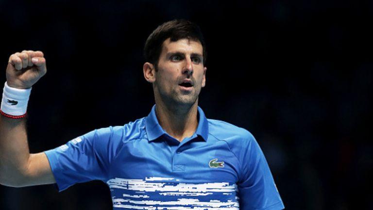 Джокович е добър не само с тенис ракетата (видео)
