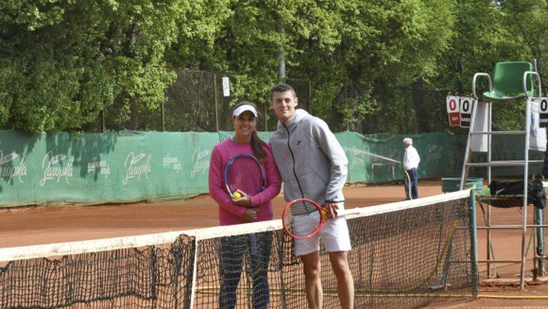 Алекс Лазаров тренира с Вики Томова