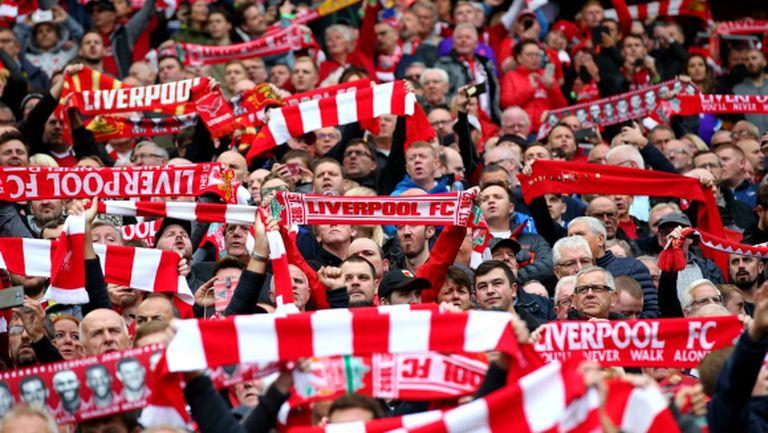 Бодлива тел не спря фенове на Ливърпул да гледат тренировката на отбора