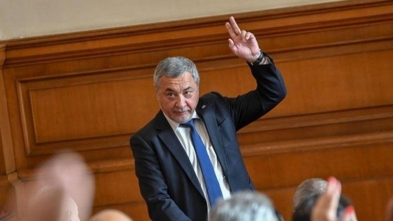 Валери Симеонов за Божков: Хвърчащи бележки и смс-и - това ли са новините на България?