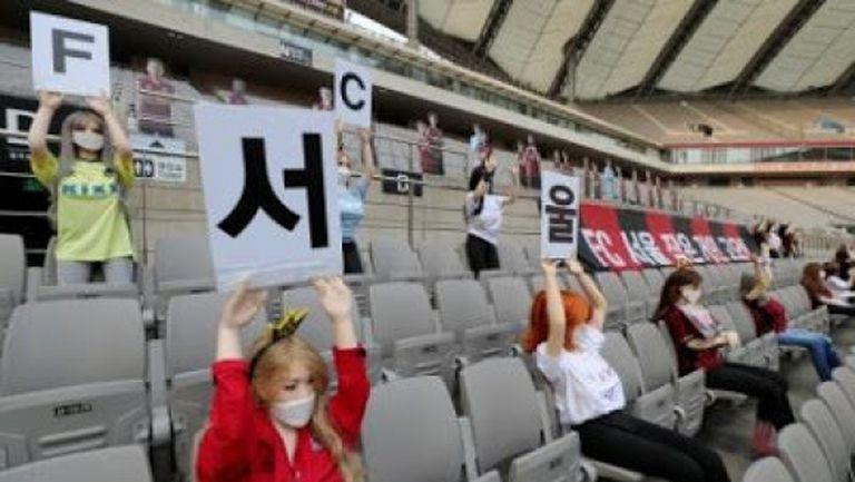 Наказват ФК Сеул за секс куклите на трибуните