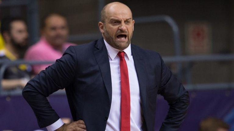 Отборът на Тони Паркър уволни старши треньора