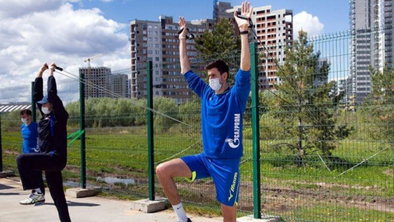 С маски и социална дистанция: Волейболистите на Зенит (Казан) започнаха тренировки (видео + снимки)