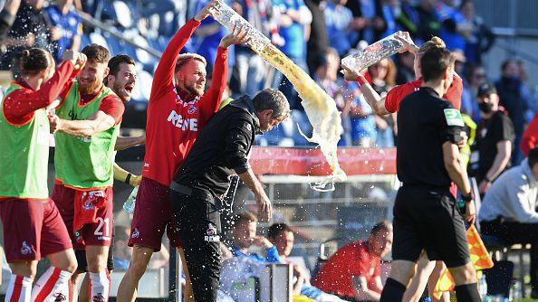 Футболистите на Кьолн изкъпаха Функел с бира