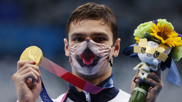 Рилов грабна титлата и на 200 метра гръб с нов олимпийски рекорд