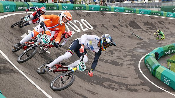 Нидерландец трумфира в БМХ, тежък инцидент с шампиона от Рио 2016