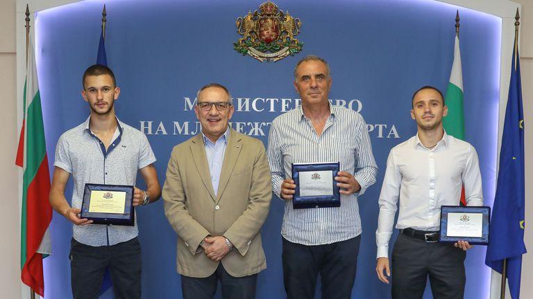 Министър Кузманов награди медалистите от ЕП по лека атлетика U20 и U23
