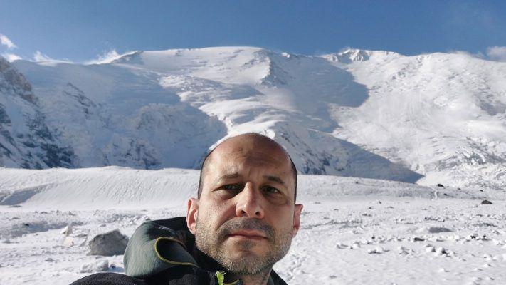 Български алпинист опита атака на връх в планината Памир