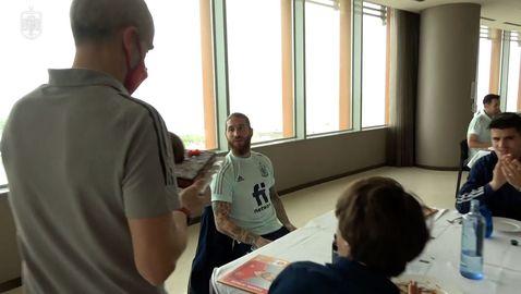 Рамос посрещна рождения си ден в лагера на Испания