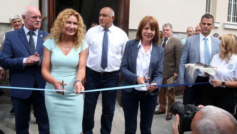"""Премиерът Борисов и кметът Фандъкова откриха реновираното здание на НСА на улица """"Гургулят"""""""