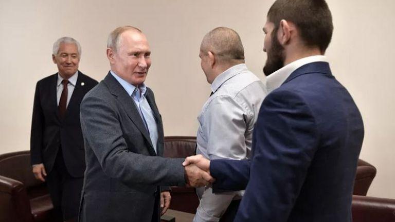 Путин приветства Нурмагомедов и баща му в Дегестан