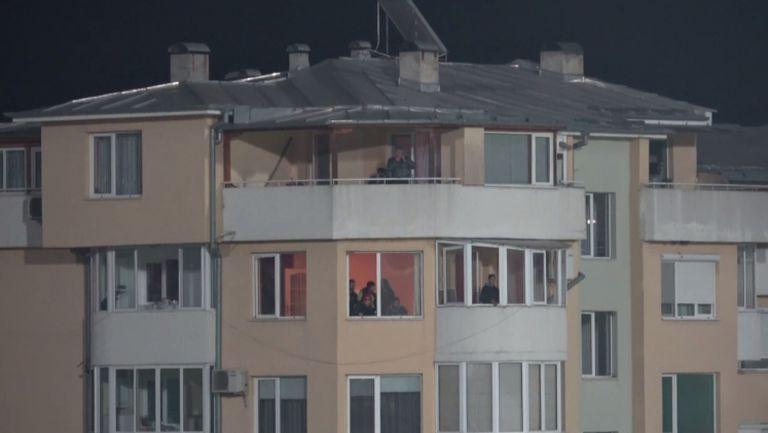 Жителите на Велико Търново гледат Етър - ЦСКА-София от апартаментите си