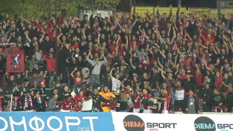 """Червените"" празнуват след победата над Черно море"