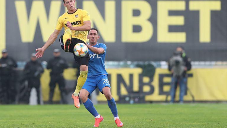 """Ботев поведе на Левски в Коматево, Тонев даде аванс на """"канарчетата"""""""