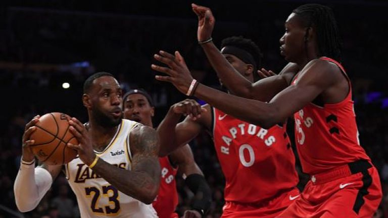 Торонто спря победната серия на Лейкърс