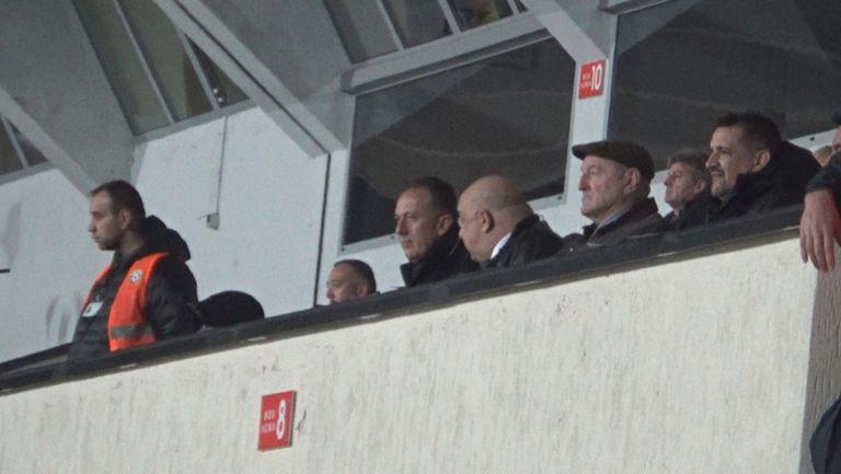 Фурнаджиев с Кралев и Касабов, Лечков не е до тях в ложата
